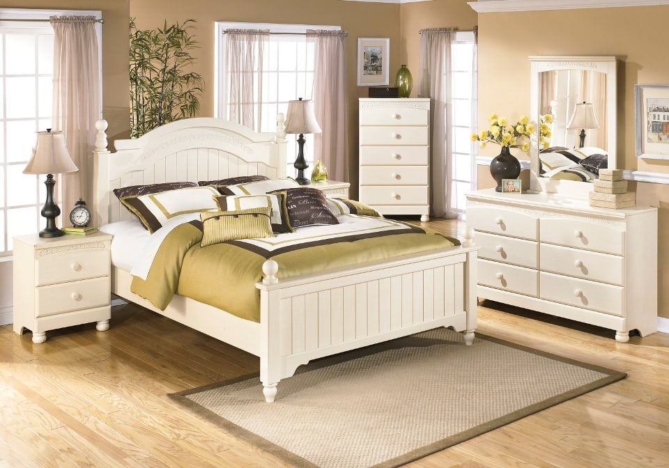 cottage retreat queen poster bed set
