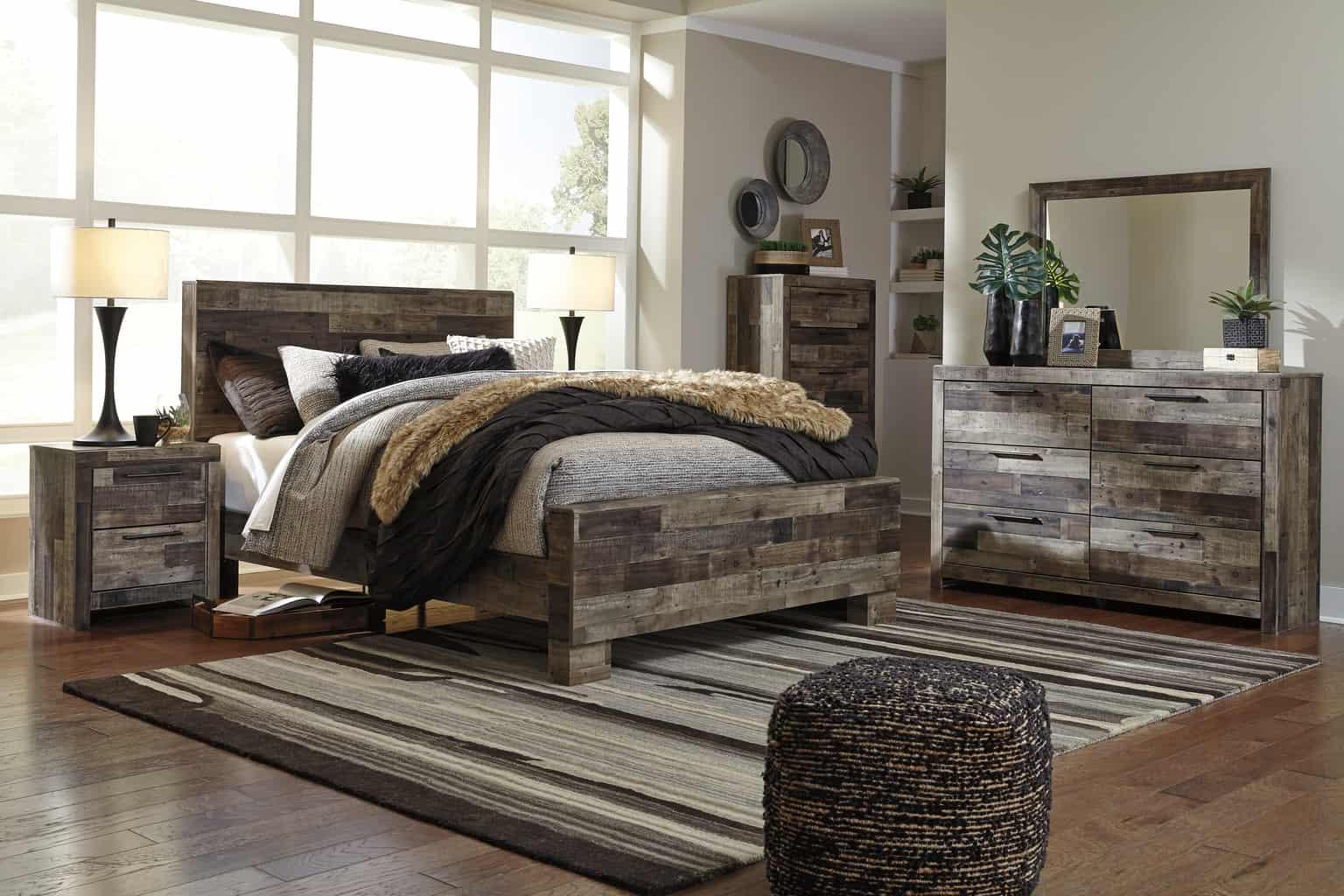 Derekson Multi Gray Queen Panel Bedroom Set Cincinnati
